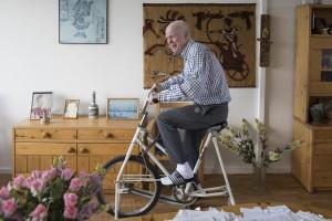 Peter op de fiets. Project: Overvecht op de hoogte. Fotograaf: Carilijne Pieters